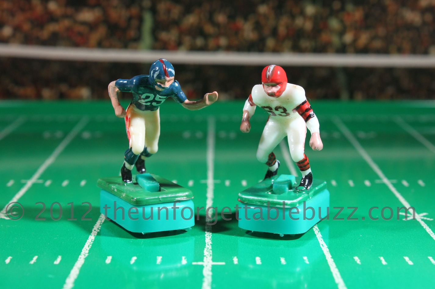 Tudor Electric Football Players Giants Browns